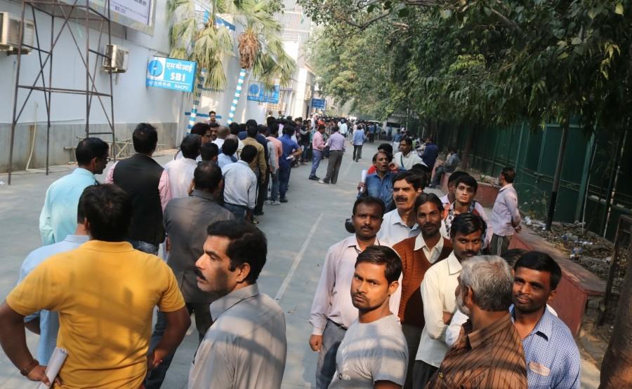 ATM kiosks,People queue,People queue outside ATM,India queue up outside banks,Demonetisation,No end to long queues,Cash crunch