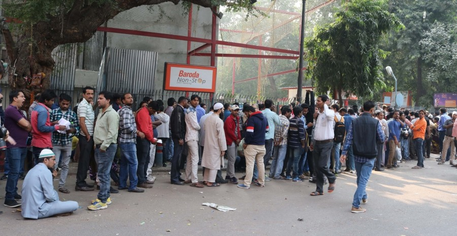 ATM kiosks,People queue,People queue outside ATM,India queue up outside banks,Demonetisation,No end to long queues,Cash crunch