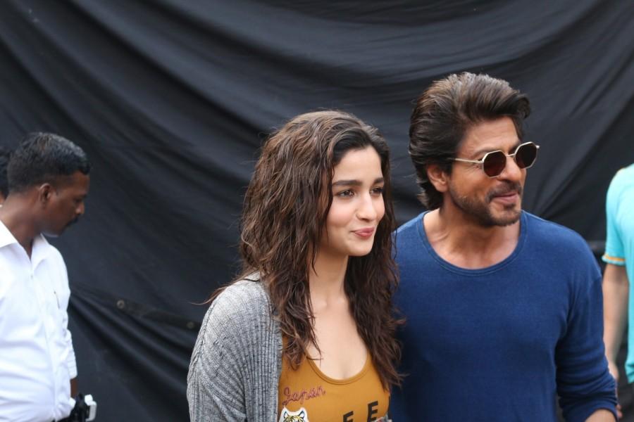Shah Rukh Khan and Alia Bhatt,Shah Rukh Khan,Alia Bhatt,SRK,SRK and Alia Bhatt,Dear Zindagi promotions,Dear Zindagi promotions on Mehboob studios,Mehboob studios,Dear Zindagi movie promotions