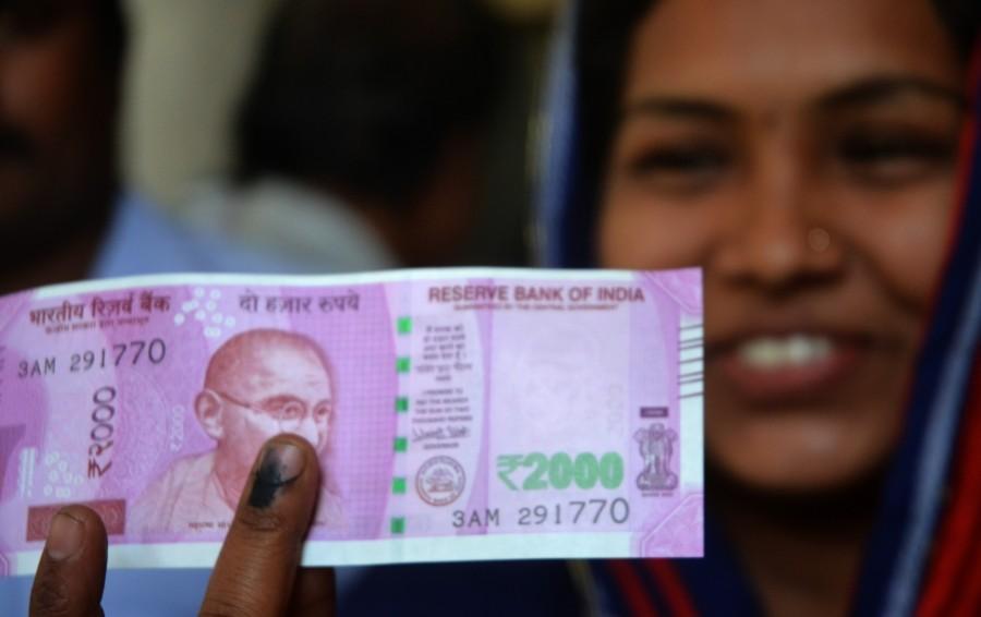 People showing inked finger,inked finger,exchanging,exchanging notes,exchanging banned notes,banned notes