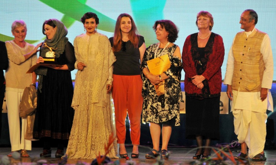 Raveena Tandon,actress Raveena Tandon,closing ceremony of Kolkata International Film Festival,Kolkata International Film Festival,Kolkata International Film Festival closing ceremony,Amit Mitra,Kumar Mangalam Birla