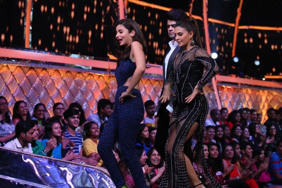 Salman Yusuf Khan,Alia Bhatt,Salman Yusuf Khan teaches belly dance to Alia Bhatt,Salman Yusuf Khan teaches belly dance,belly dance,Alia Bhatt's belly dance,Alia Bhatt belly dance,Jhalak Dikhhla Jaa,Jhalak Dikhhla Jaa show
