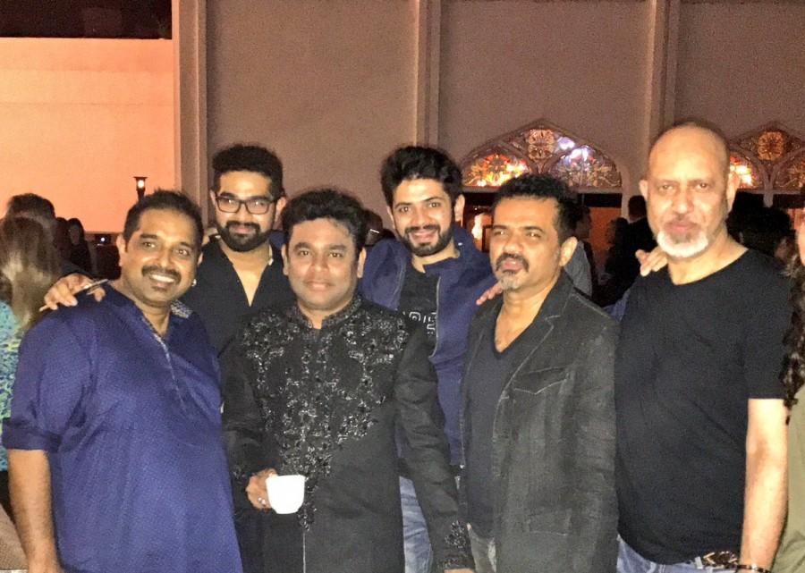 Shah Rukh Khan,Shraddha,Arjun Kapoor,Chris Martin,Coldplay's Chris Martin,SRK,Shah Rukh Khan with Chris Martin,Shraddha Kapoor with Chris Martin,Chris Martin in India