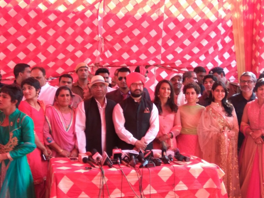 Aamir Khan,Dangal,Aamir Khan with Dangal team,Geeta Phogat,Geeta Phogat wedding,Geeta Phogat marriage,Geeta Phogat wedding pics,Geeta Phogat wedding images,Geeta Phogat wedding photos,Geeta Phogat wedding stills,Geeta Phogat wedding pictures