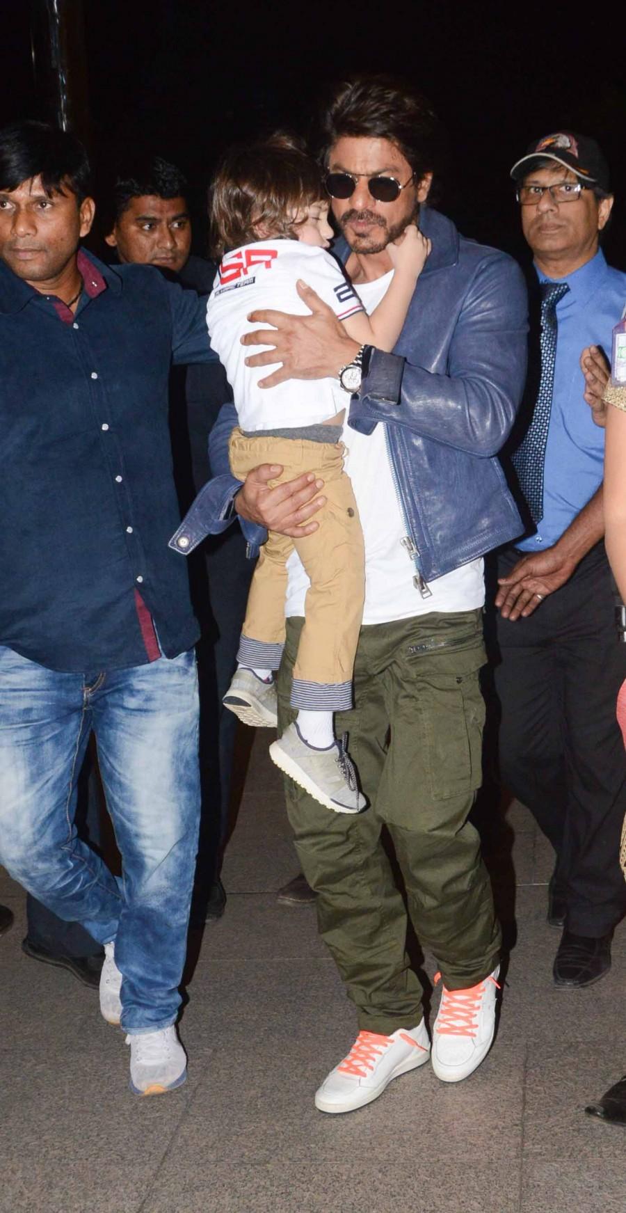 Shahrukh Khan,Shahrukh Khan with Abram,Shahrukh Khan with Abram at Mumbai Airport,Shahrukh Khan at Mumbai Airport,Abram at Mumbai Airport,Abram,Shahrukh Khan and Abram