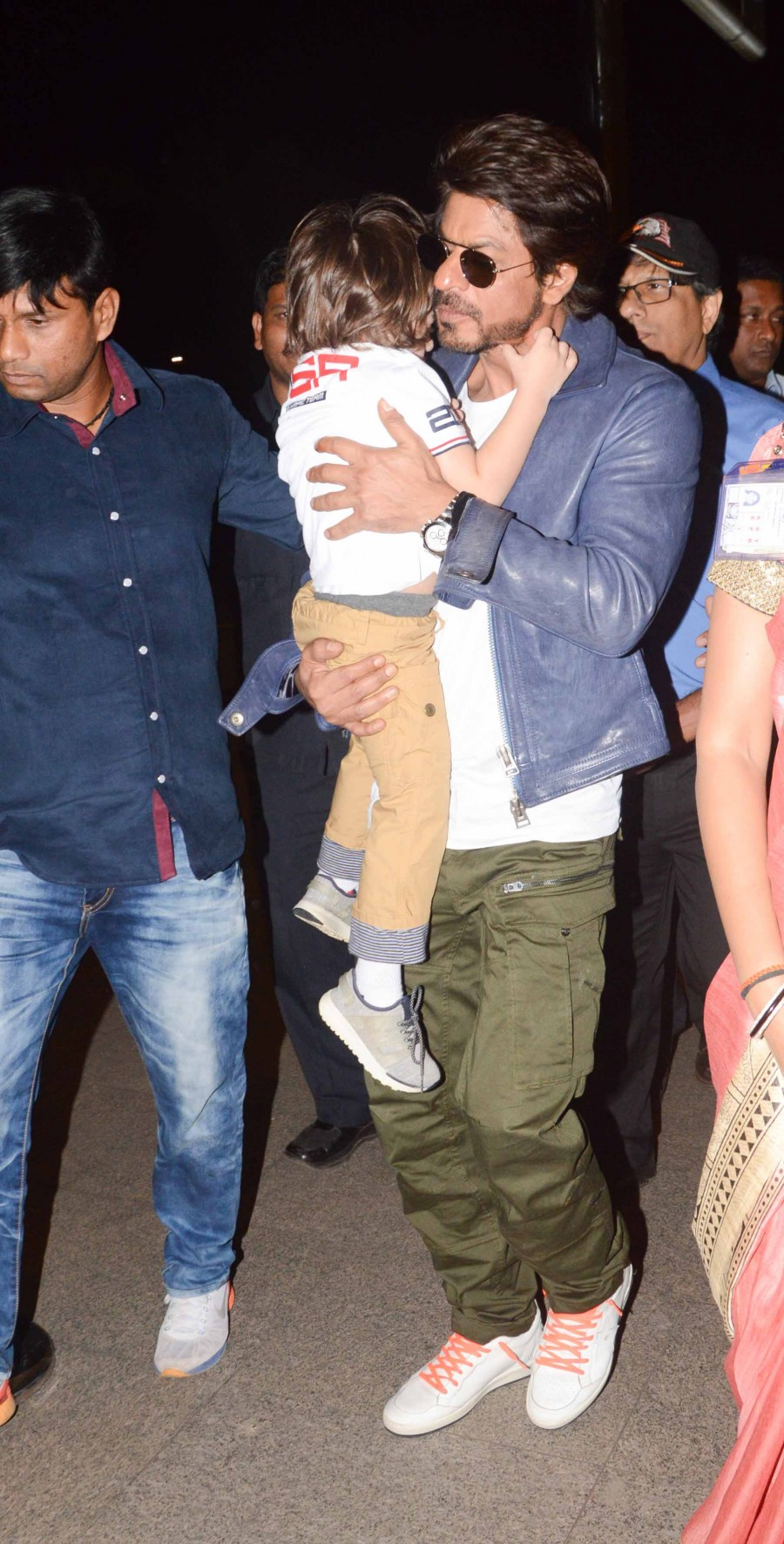 Shahrukh Khan,Shahrukh Khan with Abram,Shahrukh Khan with Abram at Mumbai Airport,Shahrukh Khan at Mumbai Airport,Abram at Mumbai Airport,Abram,Shahrukh Khan and Abram