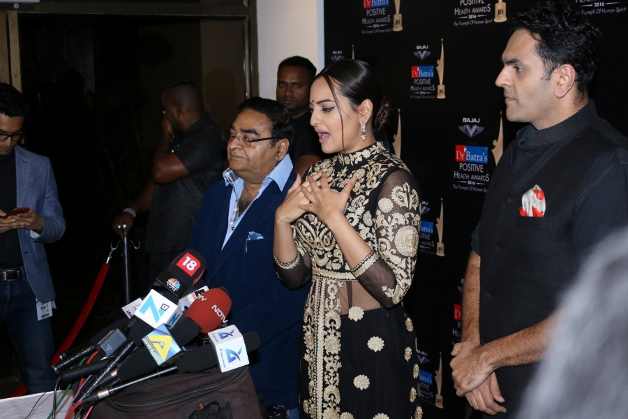Sonakshi Sinha,Dr Batra's Positive Health Awards 2016,Dr Batra's Positive Health Awards,Actress Sonakshi Sinha,Sonakshi Sinha latest pics,Sonakshi Sinha latest images,Sonakshi Sinha latest photos,Sonakshi Sinha latest stills,Sonakshi Sinha lates