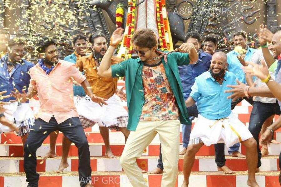 Vijay and Keerthy Suresh,Vijay,Keerthy Suresh,Ilayathalapathy Vijay,Bairavaa,tamil movie Bairavaa,Bairavaa pics,Bairavaa images,Bairavaa photos,Bairavaa  stills,Bairavaa pictures