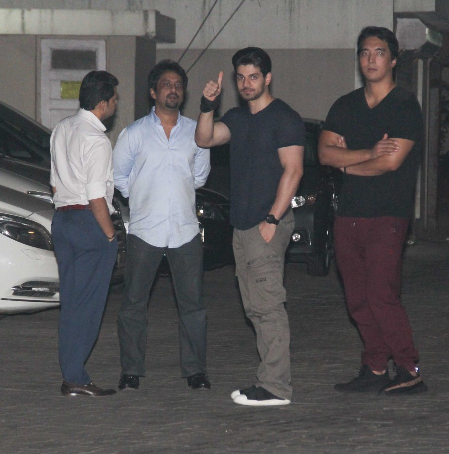 Shah Rukh Khan,Shah Rukh Khan at Salman Khan house,Salman Khan,Salman Khan house,Celebs at Salman Khan house,Shah Rukh Khan and Salman Khan