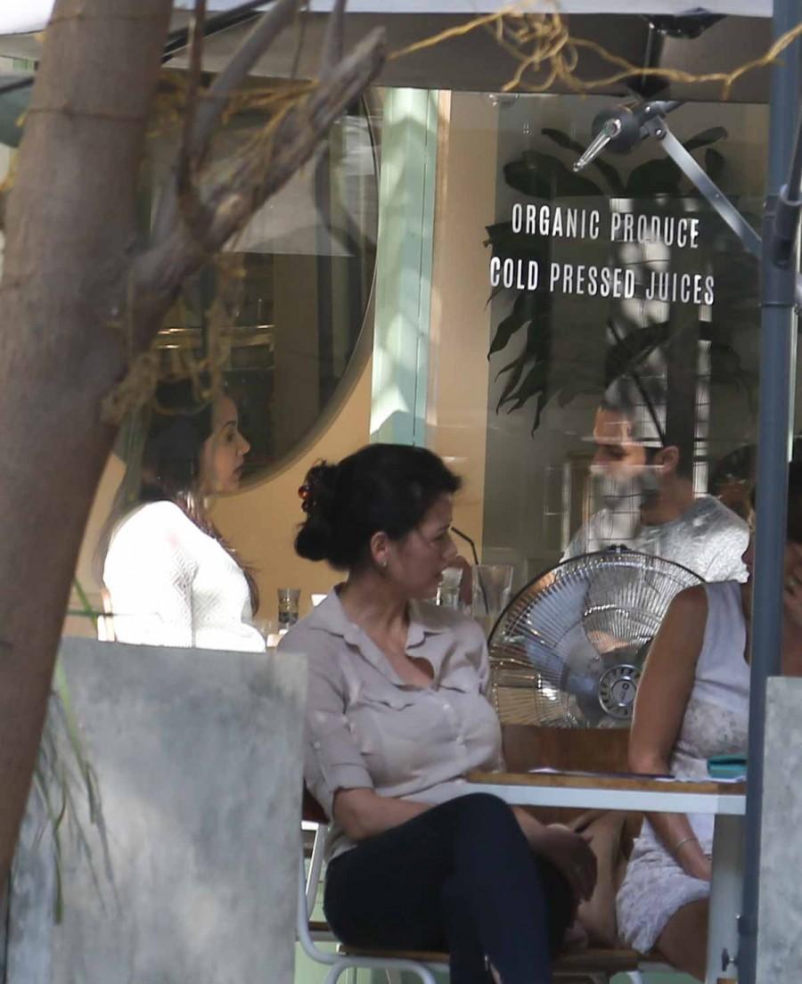 Shahid Kapoor and Mira,Shahid Kapoor,Mira,Shahid Kapoor and Mira spotted eating out in Bandra,Shahid Kapoor and Mira pics,Shahid Kapoor and Mira images,Shahid Kapoor and Mira photos,Shahid Kapoor and Mira stills,Shahid Kapoor and Mira pictures