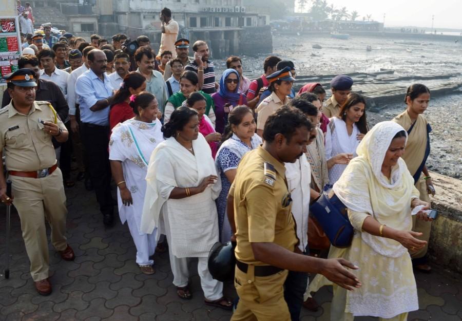 Mumbai,Haji Ali Dargah After 5 Years,Haji Ali Dargah,Women re-enter Haji Ali dargah,Women enter Haji Ali dargah,Women enters Haji Ali dargah