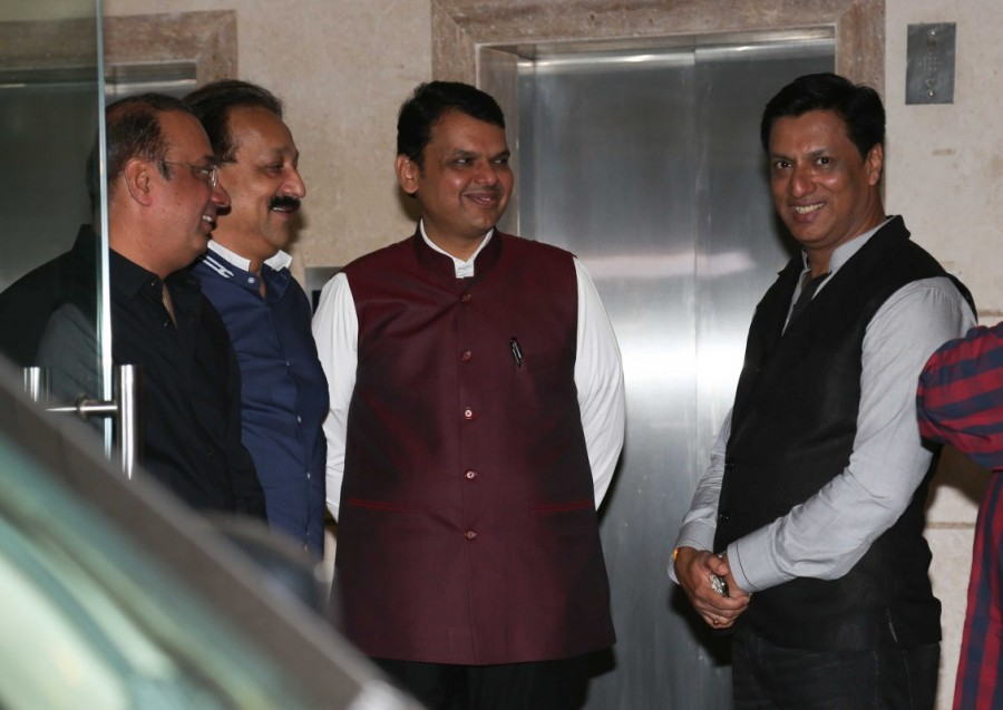 Devendra Fadnavis,Shah Rukh Khan,SRK,Madhur Bhandarkar,Madhur Bhandarkar house warming party,Celebs at Madhur Bhandarkar house warming party,Madhur Bhandarkar house warming party pics,Madhur Bhandarkar house warming party images,Madhur Bhandarkar house wa
