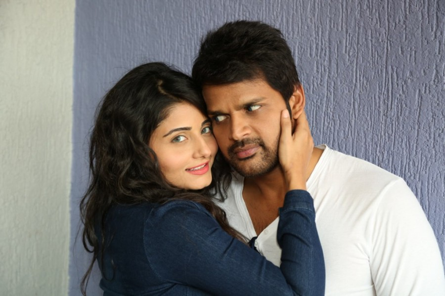 Oru Melliya Kodu,tamil movie Oru Melliya Kodu,Oru Melliya Kodu Movie pics,Arjun,Shaam,Asha Bhat,Seetha,Oru Melliya Kodu Movie stills