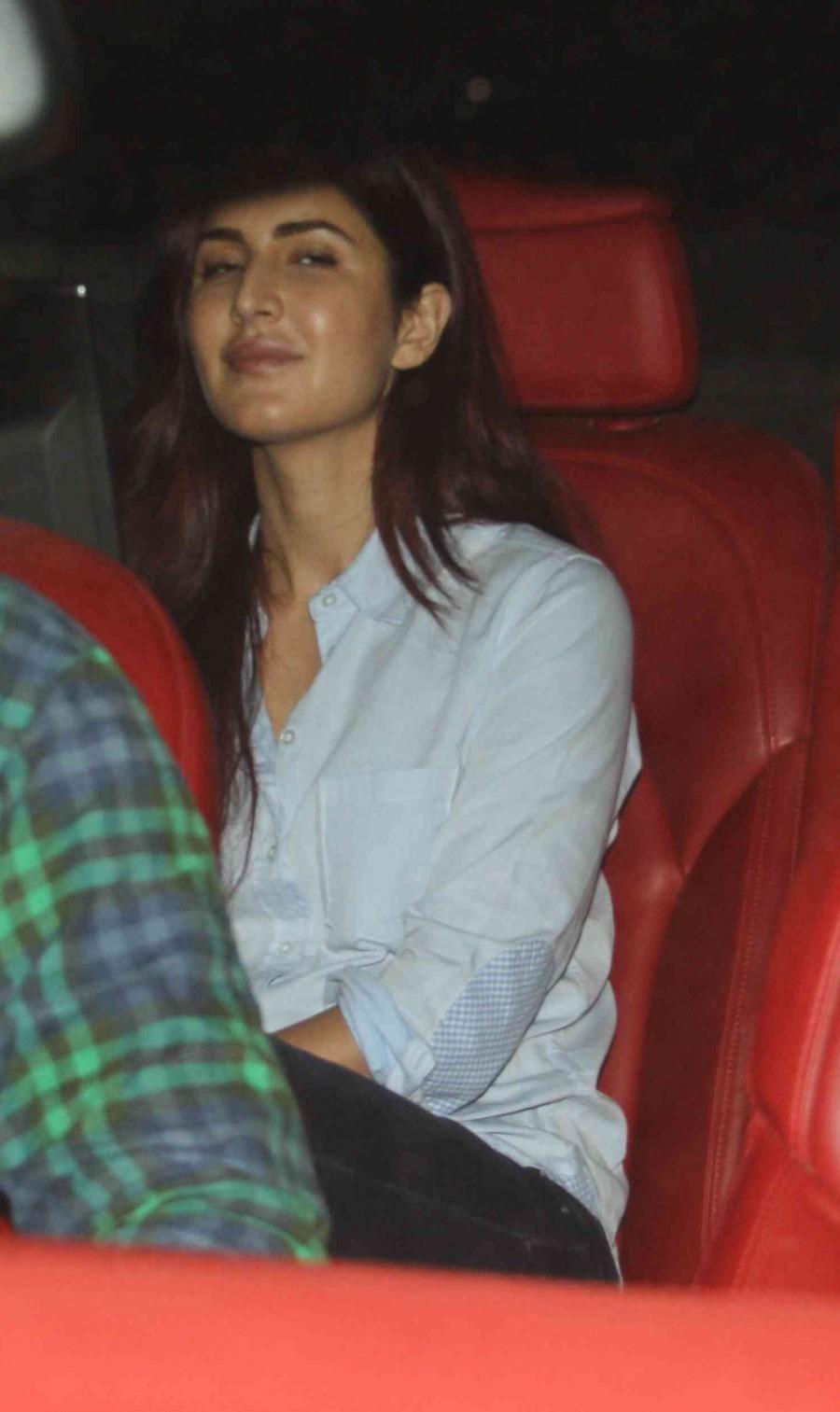 Ranbir Kapoor,katrina kaif,Deepika Padukone,neetu kapoor,kapoor family dinner,photos