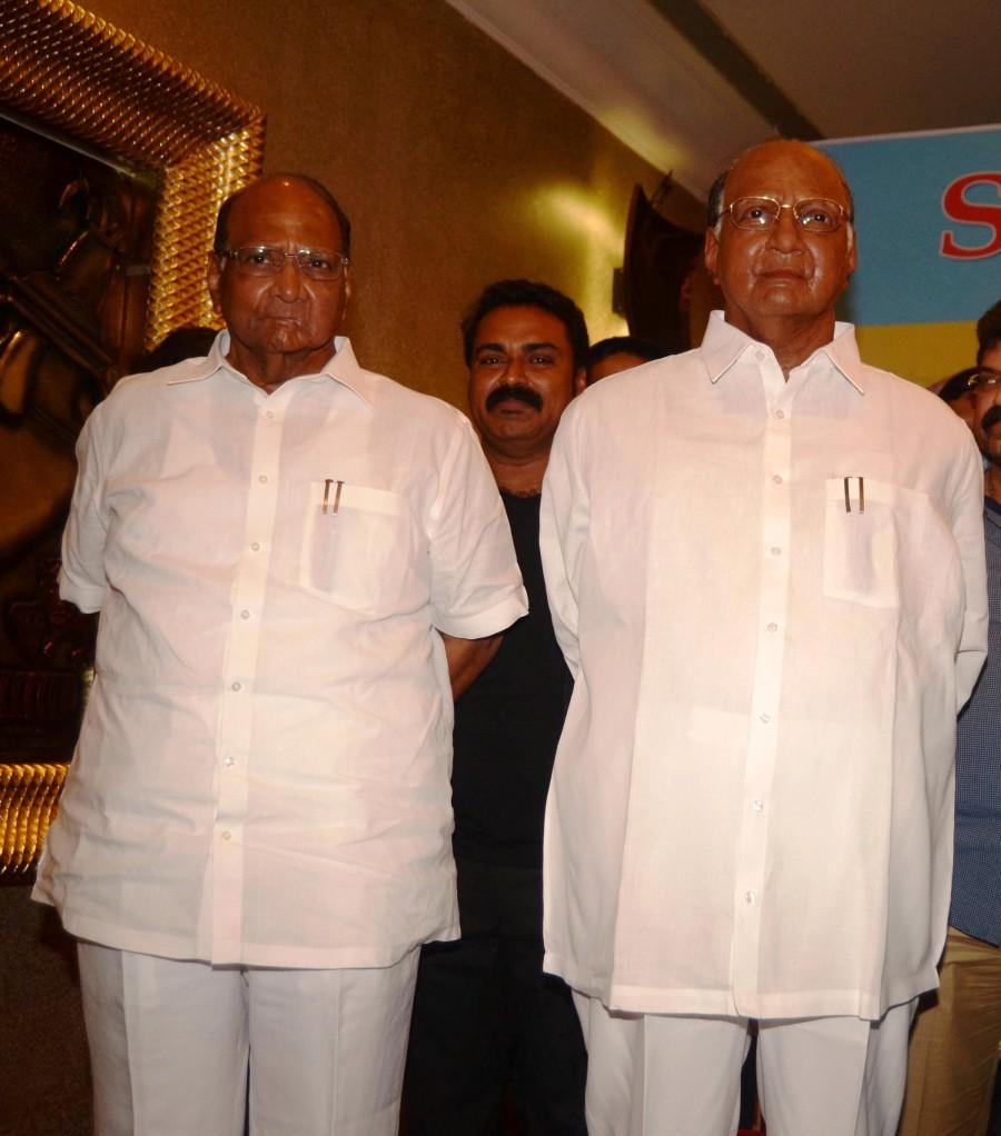 Asha bhosle,bollywood singer,Sharad Pawar,wax statue,Bollywood celebs wax statues,wankhede stadium,photos