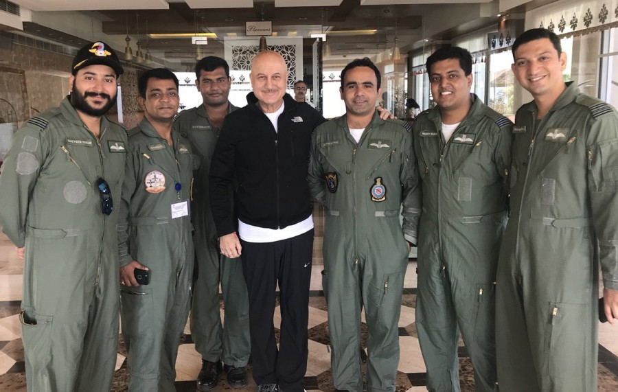 Anupam Kher,actor Anupam Kher,Anupam Kher meets Air Force officers,Air Force officers