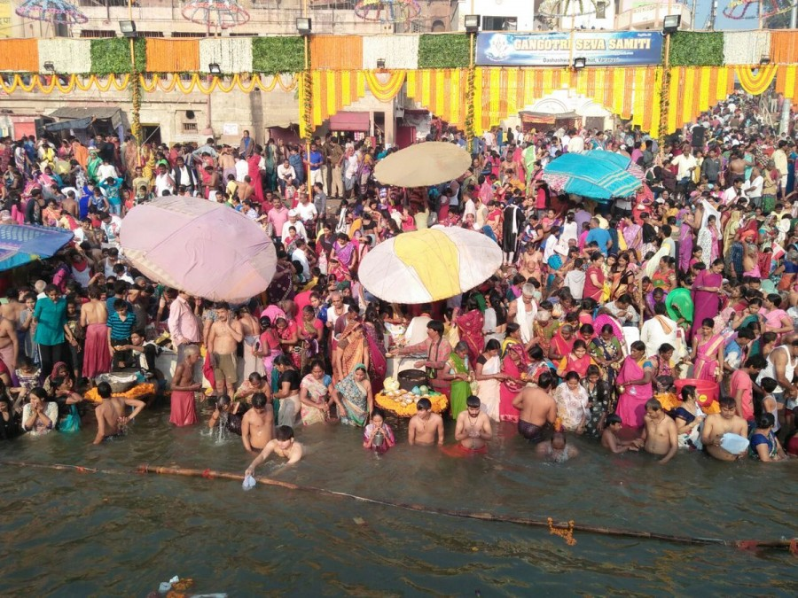 Kartik Purnima,holy dip in Ganga,holy dip,Hindu devotees,Ganga,Kartik Purnima celebration,Kartik Purnima celebration pics,Kartik Purnima celebration images,Kartik Purnima celebration stills,Kartik Purnima celebration pictures,Kartik Purnima celebration ph