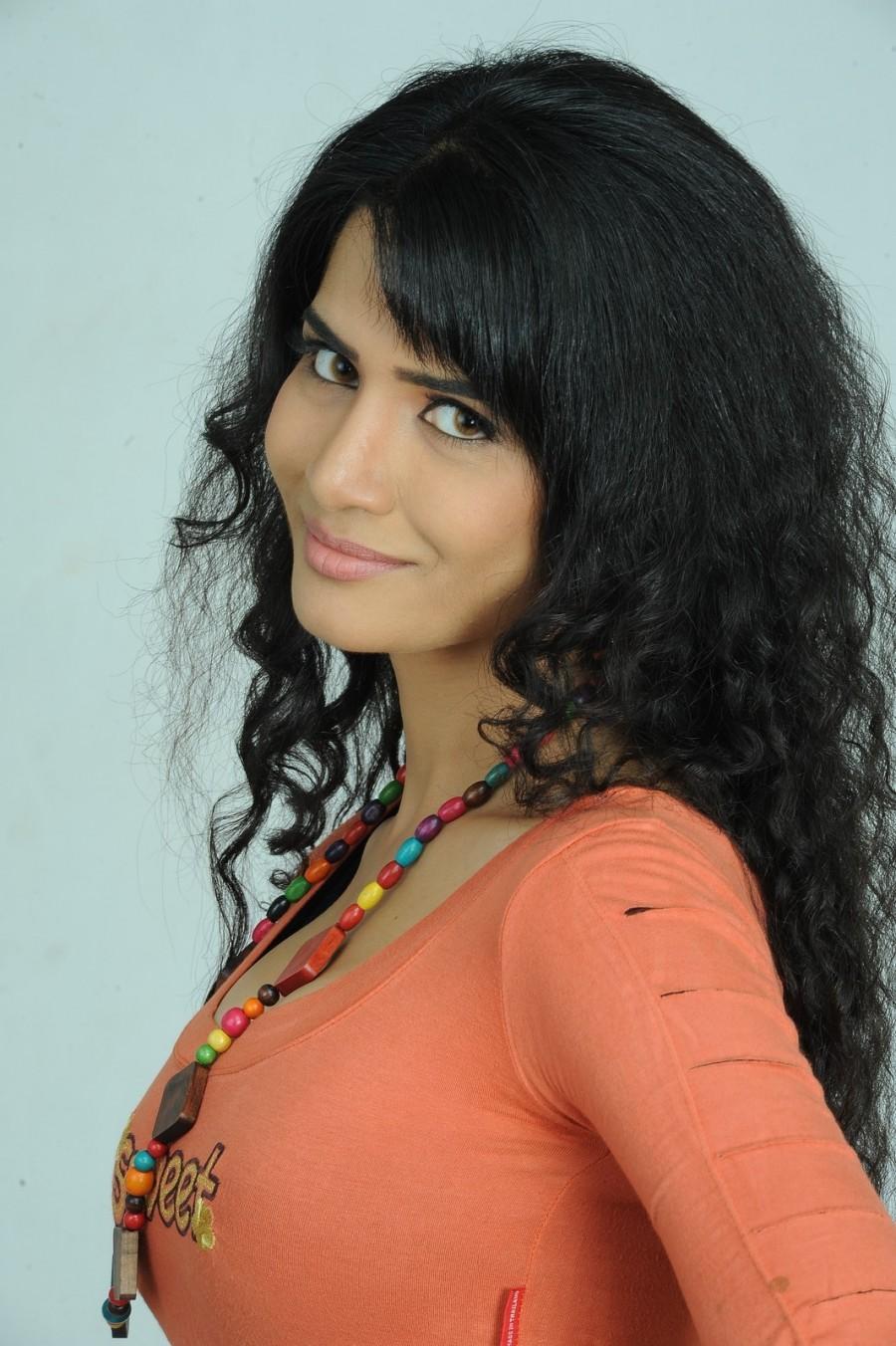 Love boom,telugu movie,love boom photos,love boom stills,nagesh naradaasi,Bharath bhushan,Milan,Ritu,Chacha Patumtip