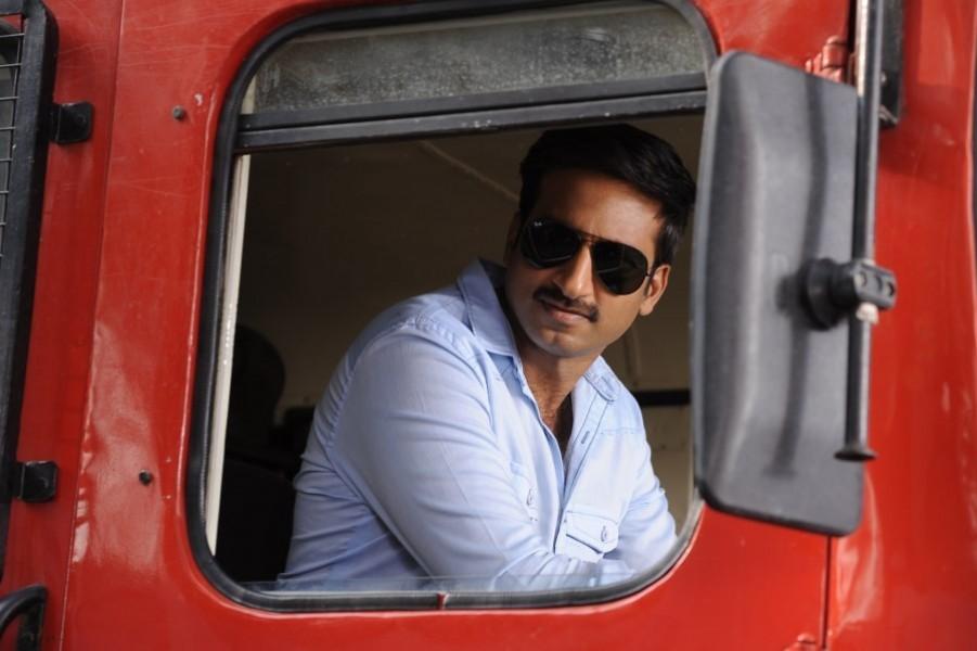 Jil,telugu movie jil,jil movie stills,Gopichand,Rashi Khanna,telugu movie stills,telugu movie pics