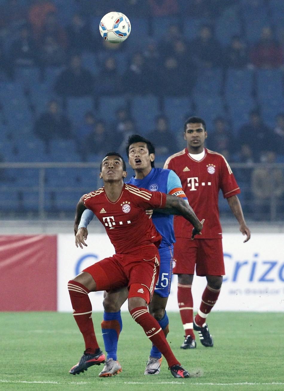 Luiz Gustavo, Baichung Bhutia