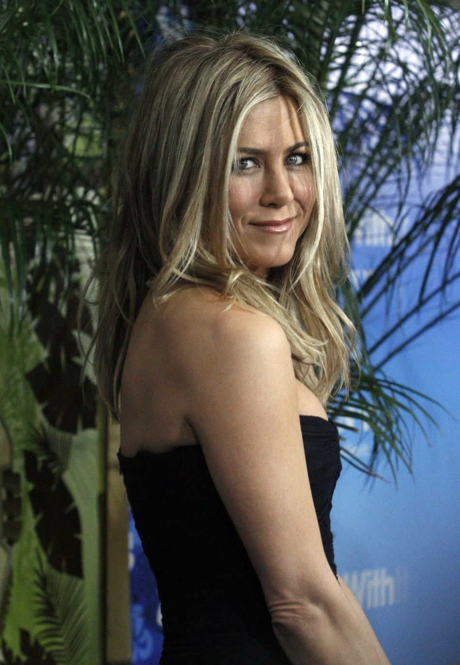 Jennifer Aniston Wants Justin Theroux To Get A Nose Job?