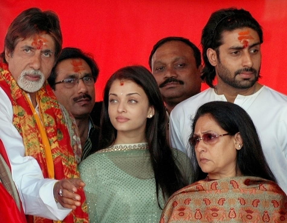 Big B, Aishwarya Rai Bachchan,Abhishek Bachchan and Jaya Bachchan