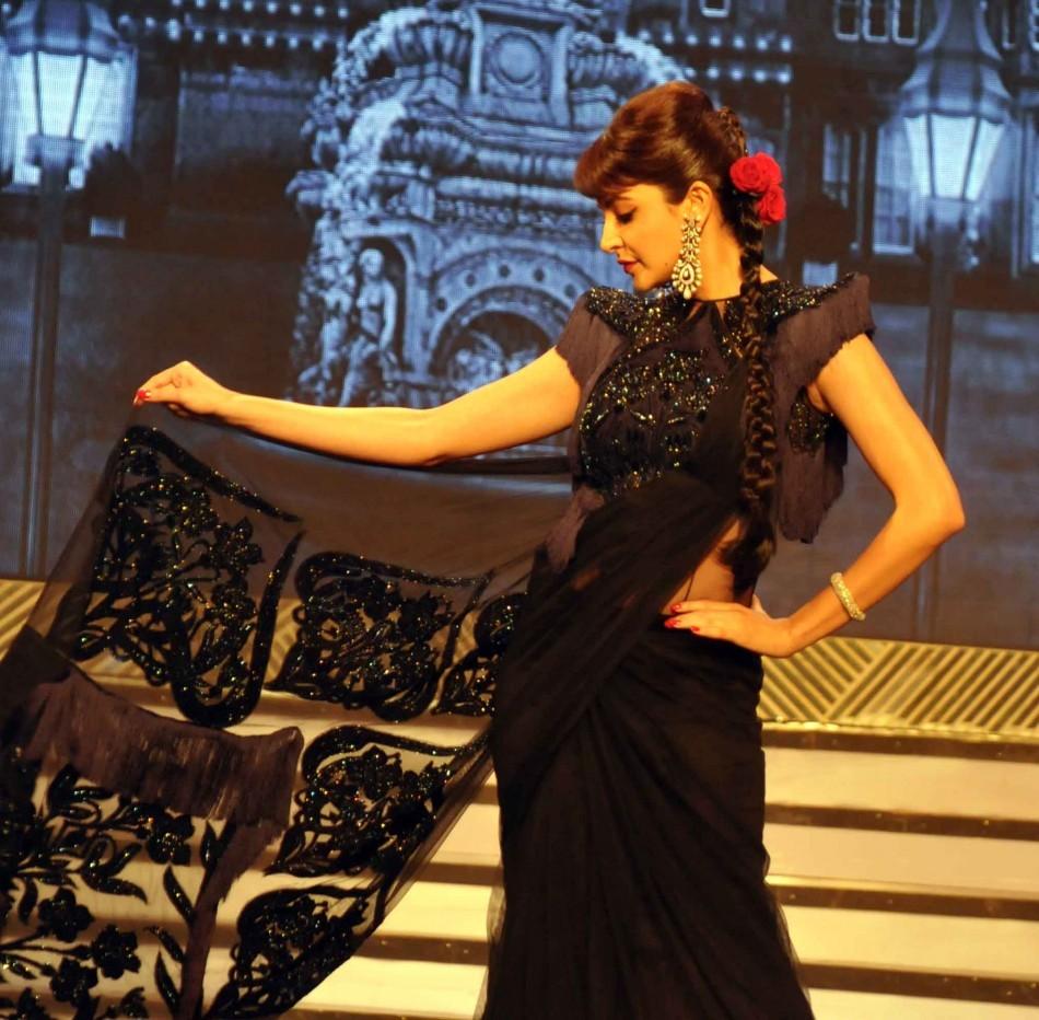 Anushkha Sharma in Black with dramatic red lips (varinder chawla)