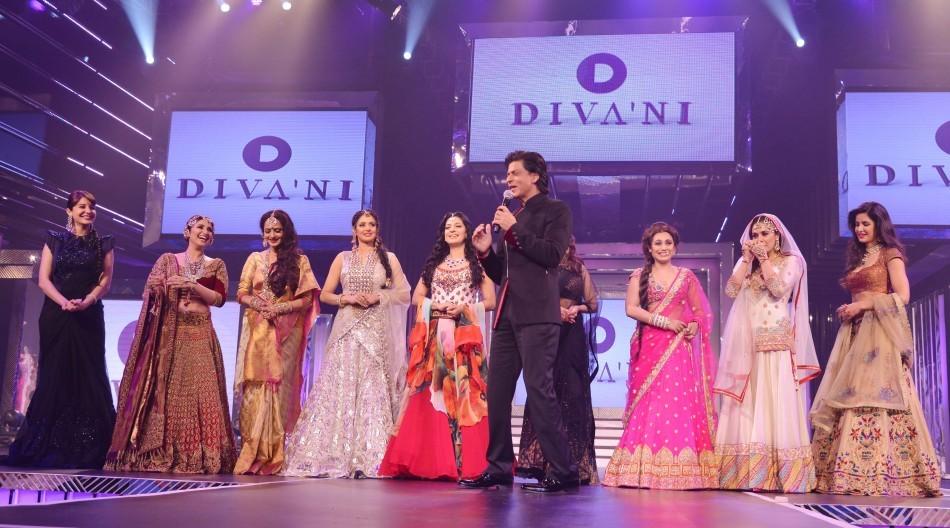 Shah Rukh Khan Escorts Nine Leading Heroines on Ramp (Varinder Chawla)