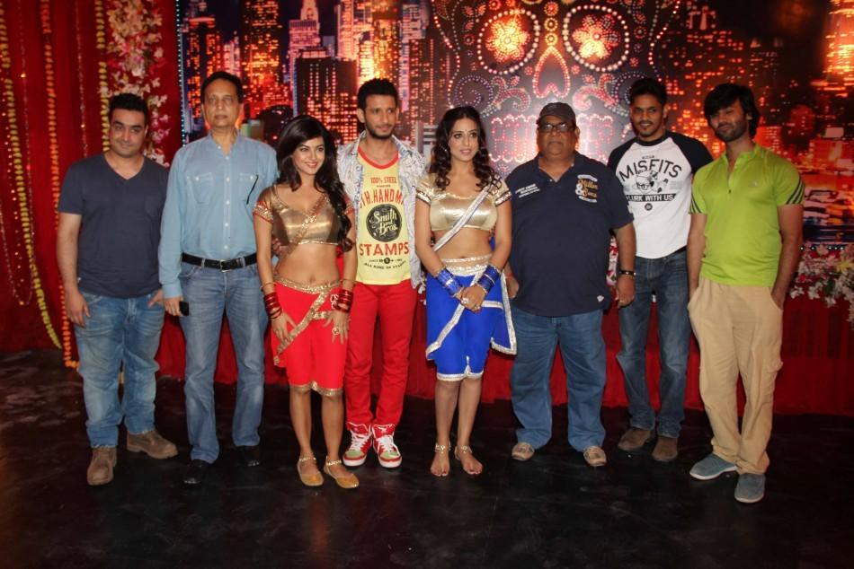 Mahi Gill, Satish Koushik, Sharman Joshi,Meera Chopra