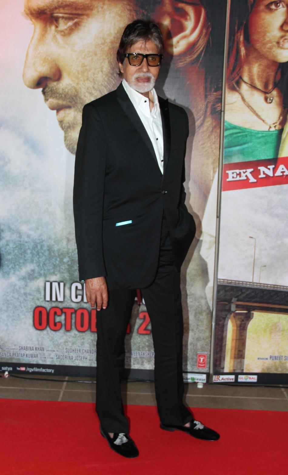 Amitabh Bachchan looks dapper