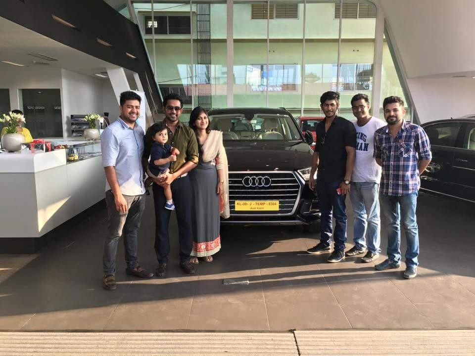 Asif ali,asif ali car,asif ali audi Q7,actors with audi Q7,audi Q7 owners,celebs having audi Q7,celebrities and cars,Malayalam celebrities cars