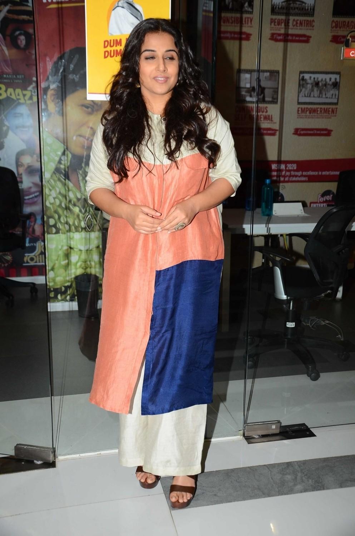 Vidya Balan promotes Kahaani 2,Kahaani 2,Vidya Balan,actress Vidya Balan,Vidya Balan at Fever 104 FM,Fever 104 FM,Kahaani 2 promotion,Kahaani 2 movie promotion