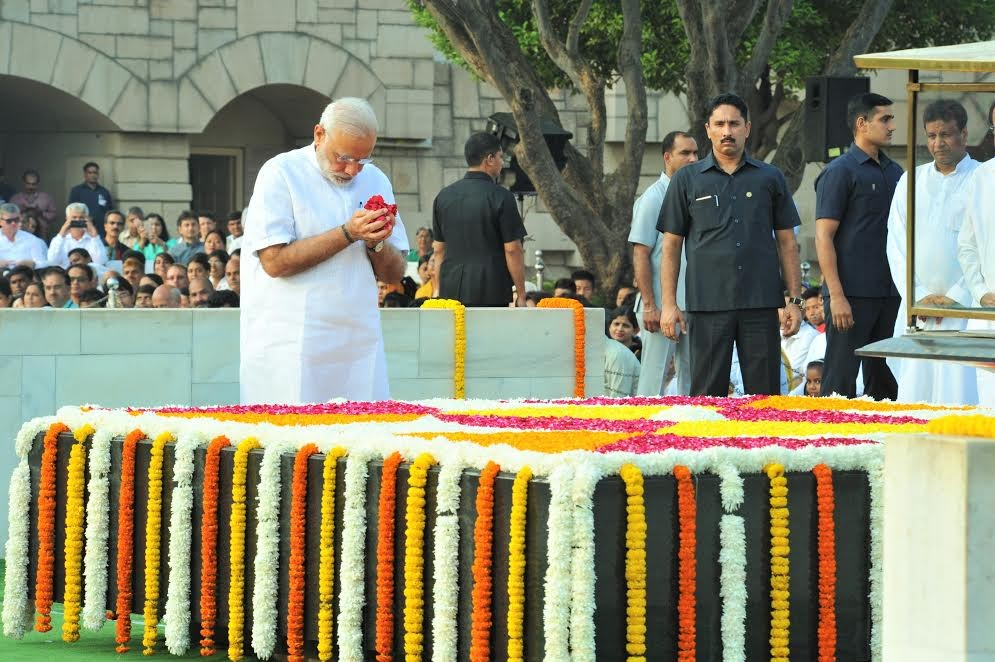 Gandhi Jayanti,Gandhi Jayanti 2016,Narendra Modi pays tributes to Gandhi,Narendra Modi,PM Narendra Modi,Modi,Gandhi Jayanti at Rajghat,Gandhi Jayanti celebrations