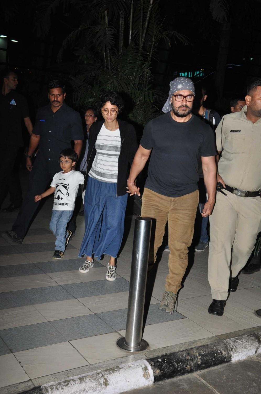 Aamir Khan,Kiran Rao,Azad Rao Khan,Aamir Khan & family returns from holidays,Aamir Khan spotted at Mumbai Airport,Aamir Khan wife Kiran Rao