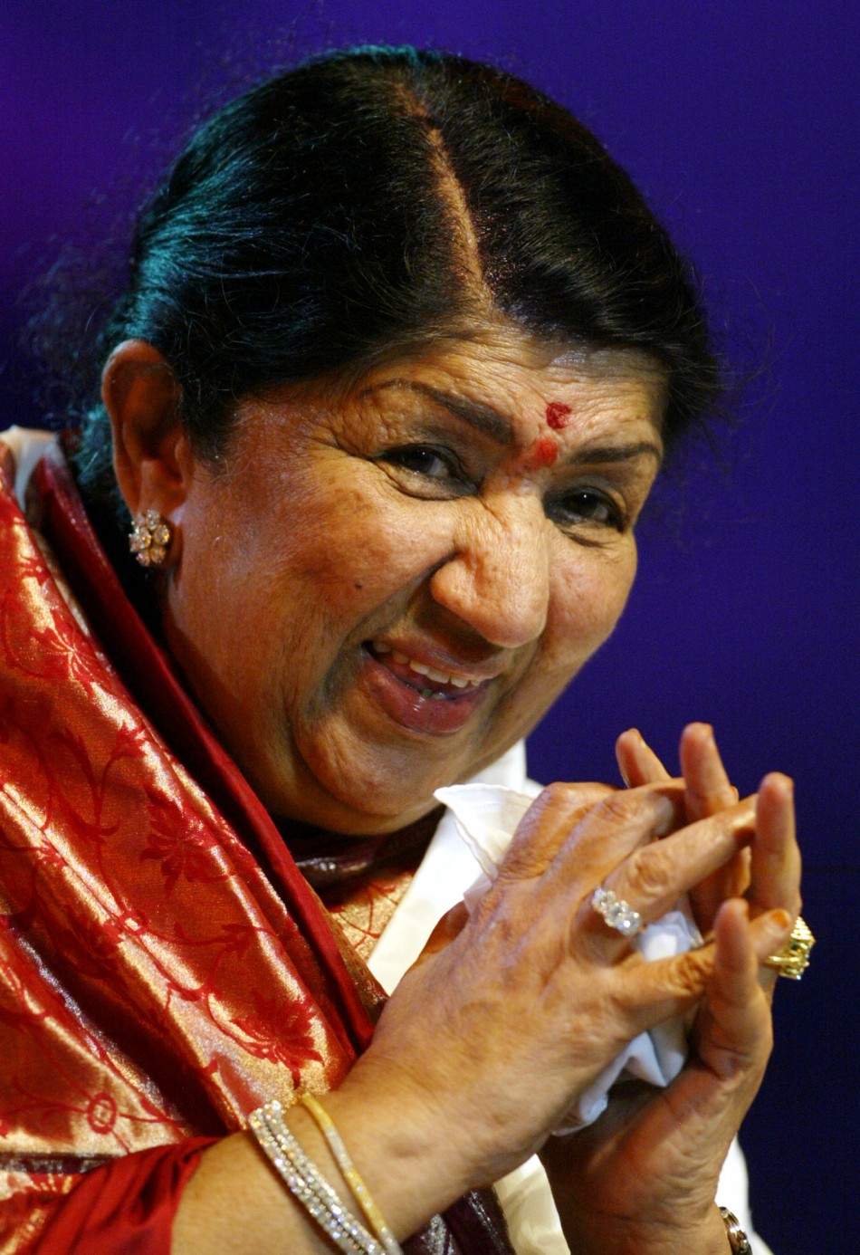 Lata Mangeskar to Receive First 'Hridaynath Award' as She Turns 82