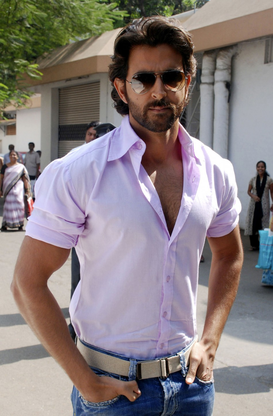 Hrithik Roshan Admitted to Hospital for Brain Surgery ...