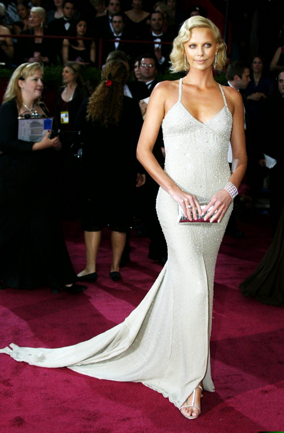 Oscar Awards Red Carpet Hottest Outfits in the Last Decade ...  Oscar Awards Re...