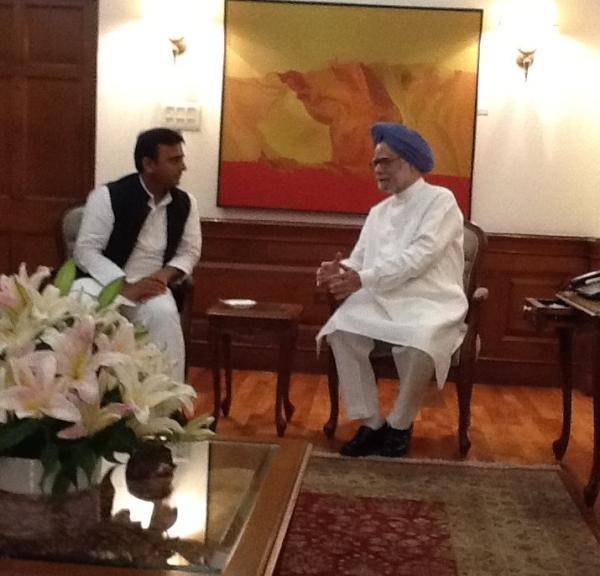 UP CM Akhilesh Yadav Meets PM Manmohan Singh
