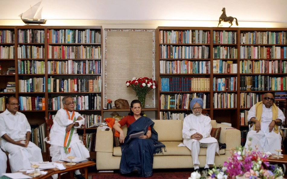 Antony, Mukherjee, Sonia, Singh and Karunanidhi attend UPA meeting in New Delhi