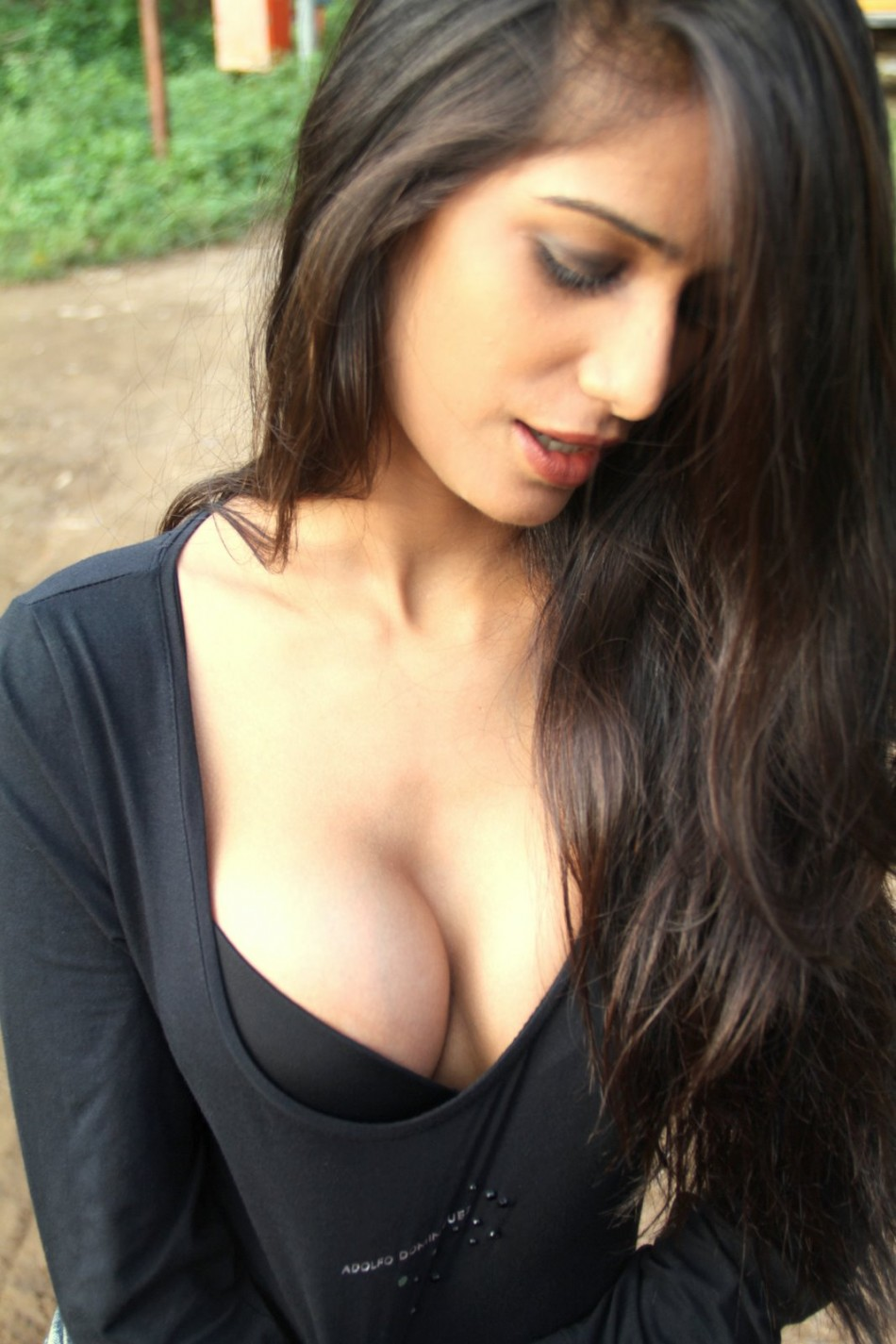 Hot pics of Kingfisher Model and Bollywood Actress Poonam Pandey