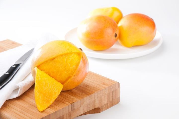 Eat Peel of Mango Eating Mango Skin May Help