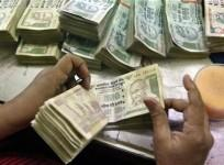 An employee counts rupee notes at a cash counter inside a bank in Kolkata June 18, 2012.