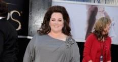 melissa-mccarthy-sporting-a-a-platinum-david-meister-gown-discussions-are-going-on-networking-sites-if-mccarthy-wore-a-blanket-to-oscars-twitter-tomandlorenzo