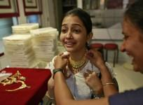 indians-shopping-for-gold-after-prices-fell