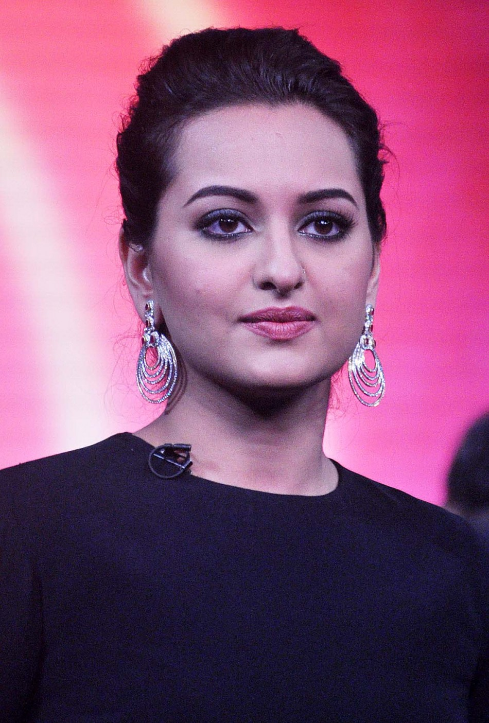 Sonakshi Sinha Hot & Sexy Photos - Bollywoodlifecom