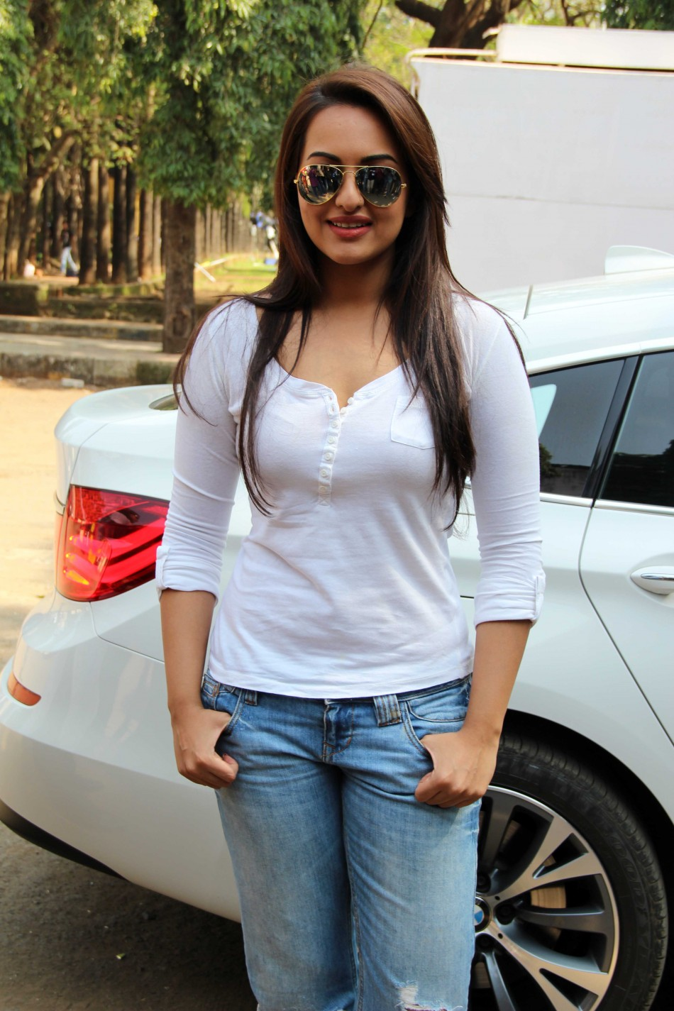 Sonakshi Sinha Huge Tits