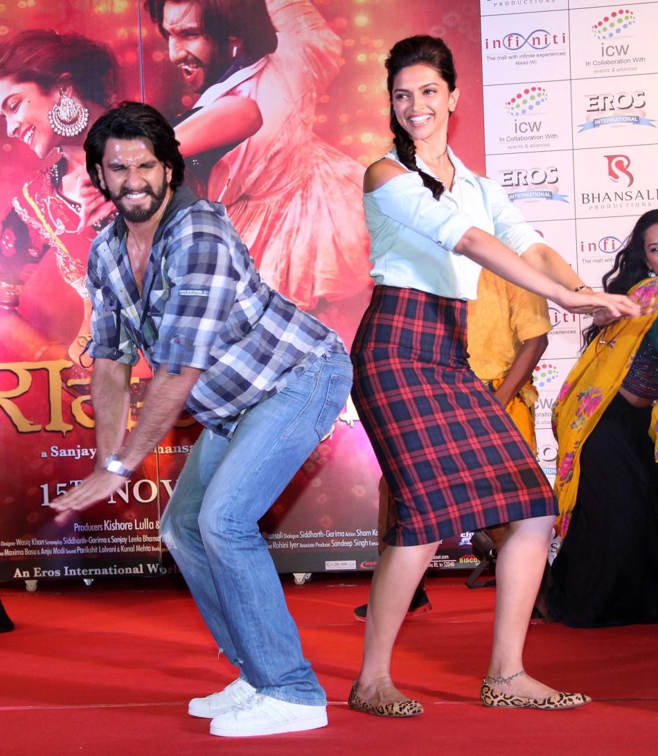 Ranveer Singh Says He is Single, Denies Relationship with ...  Ranveer Singh S...