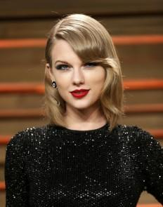 musician-taylor-swift-arrives-at-the-2014-vanity-fair-oscars-party-in-west-hollywood-california