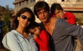 shah-rukh-khan-with-wife-gauri-daughter-suhana-and-son-aryan