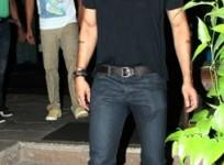 arjun-rampal-at-a-restaurant-in-bandra